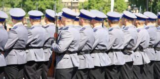 zarobki w służbach mundurowych