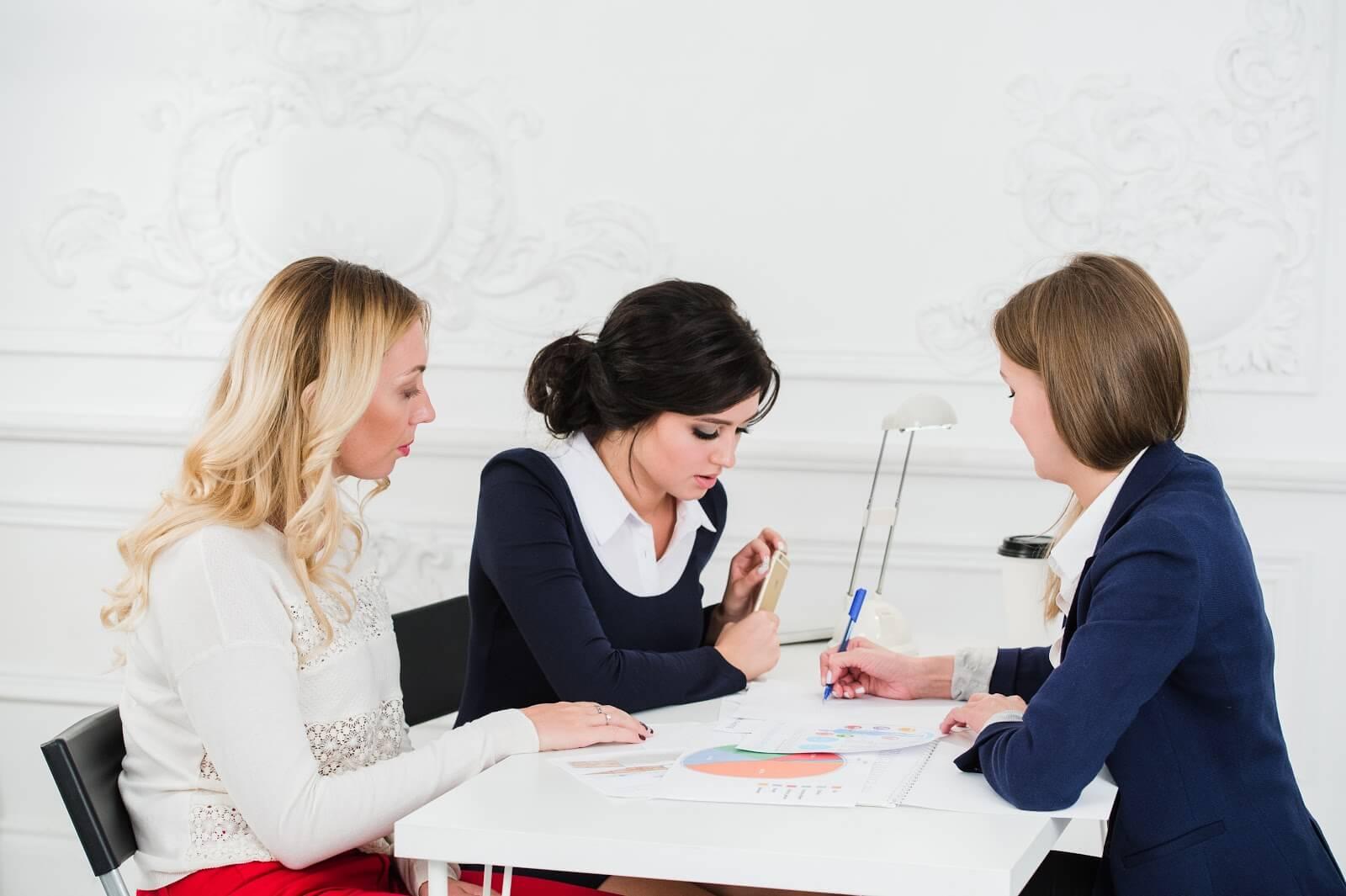 spotkanie w firmie, faktoring