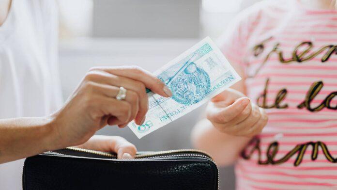 Kredyt konsolidacyjny dla zadłużonych - najlepszy sposób na obniżenie raty - definicja, zasady konsolidacji