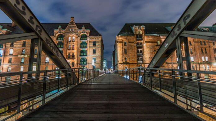 most z widokiem na miasto