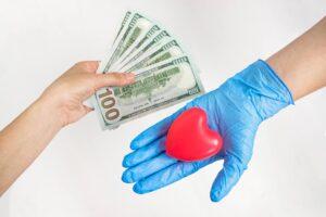 Opłata za zabieg medyczny ponoszona przez osobę bez ubezpieczenia