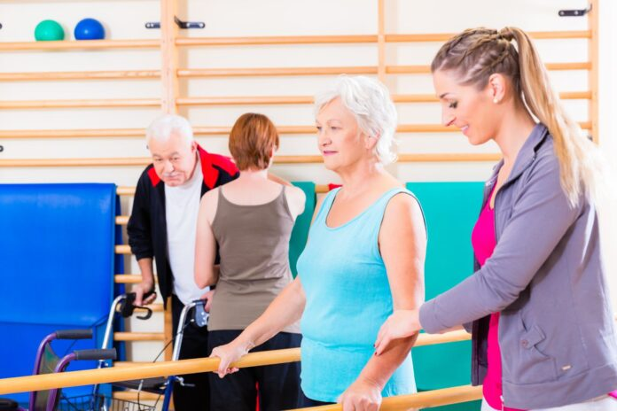 Osoby ćwiczące na turnusie rehabilitacyjnym