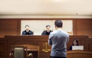 Świadek koronny zeznający w sądzie