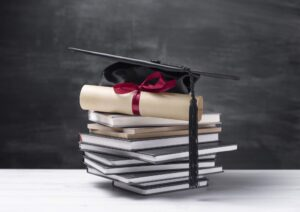 Dyplom, biret i książki