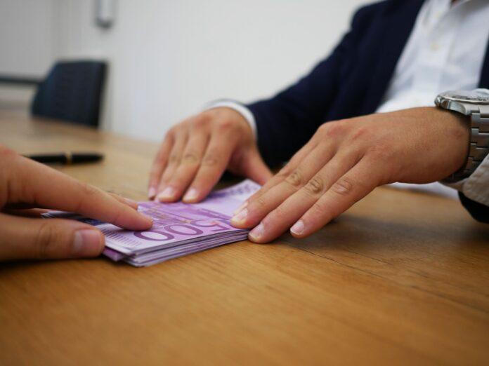 Przekazanie pieniędzy w ramach zaliczki lub zadatku