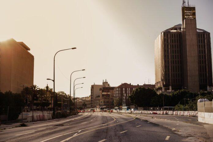 Krajobraz biednego, opuszczonego miasta