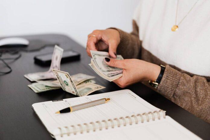 Co się bardziej opłaca: lokata czy konto oszczędnościowe?