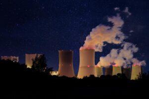 Elektrownia jądrowa podczas spalania uranu