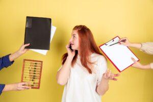Kobieta planująca finanse osobiste