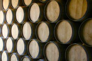 Wino leżakujące w beczkach