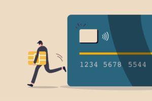 Złodziej wykradający chip karty kredytowej