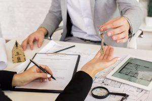 Uzgadnianie z bankiem wcześniejszej spłaty kredytu hipotecznego i uzyskanie domu na własność