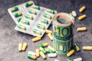 Zwitek banknotów euro i suplementy diety