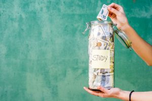 Odkładanie pieniędzy na studia