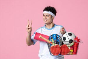 Mężczyzna robiący sportowe zakupy