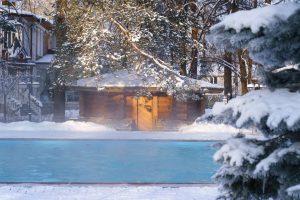 Basen termalny zimą